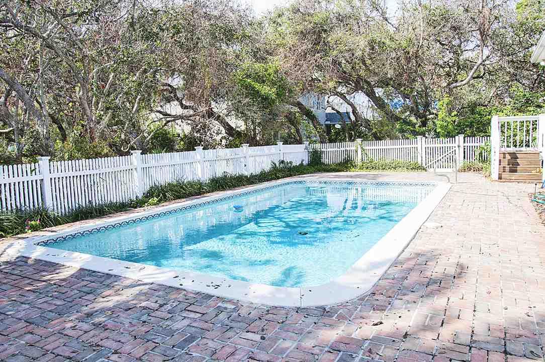 118 Third St St Augustine, FL 32084    MLS# 174112