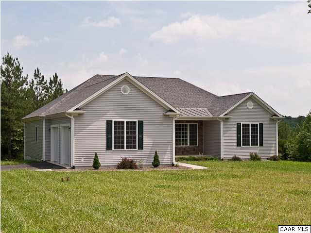 Single Family Home for Sale at 71 VENABLE CREEK Lane 71 VENABLE CREEK Lane Kents Store, Virginia 23084 United States