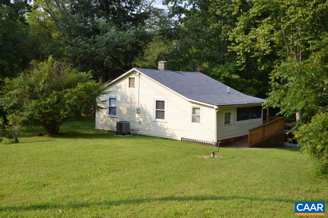 100 JAMES RIVER PL, SCOTTSVILLE, VA 24590