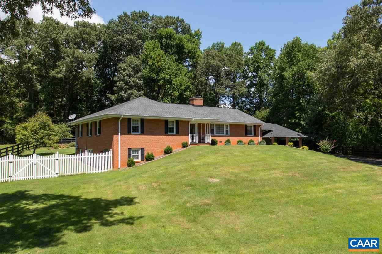 Single Family Home for Sale at 312 Monacan Dr Charlottesville, Virginia 22901 United States