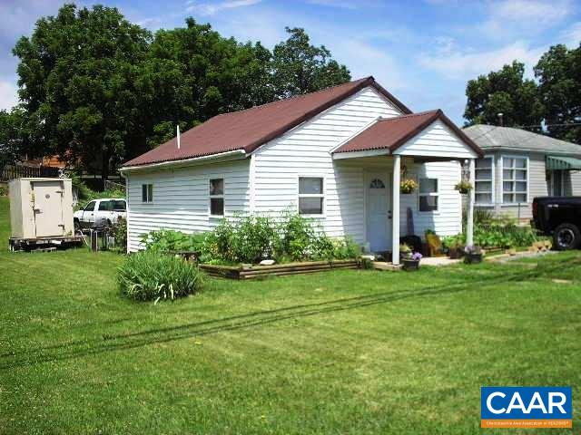 Single Family Home for Sale at 1513 N DELPHINE Avenue Waynesboro, Virginia 22980 United States