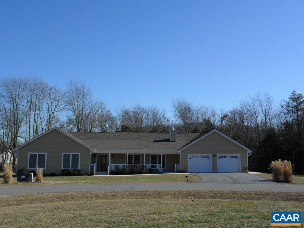 100 PEACH TREE CT, NELLYSFORD, VA 22958