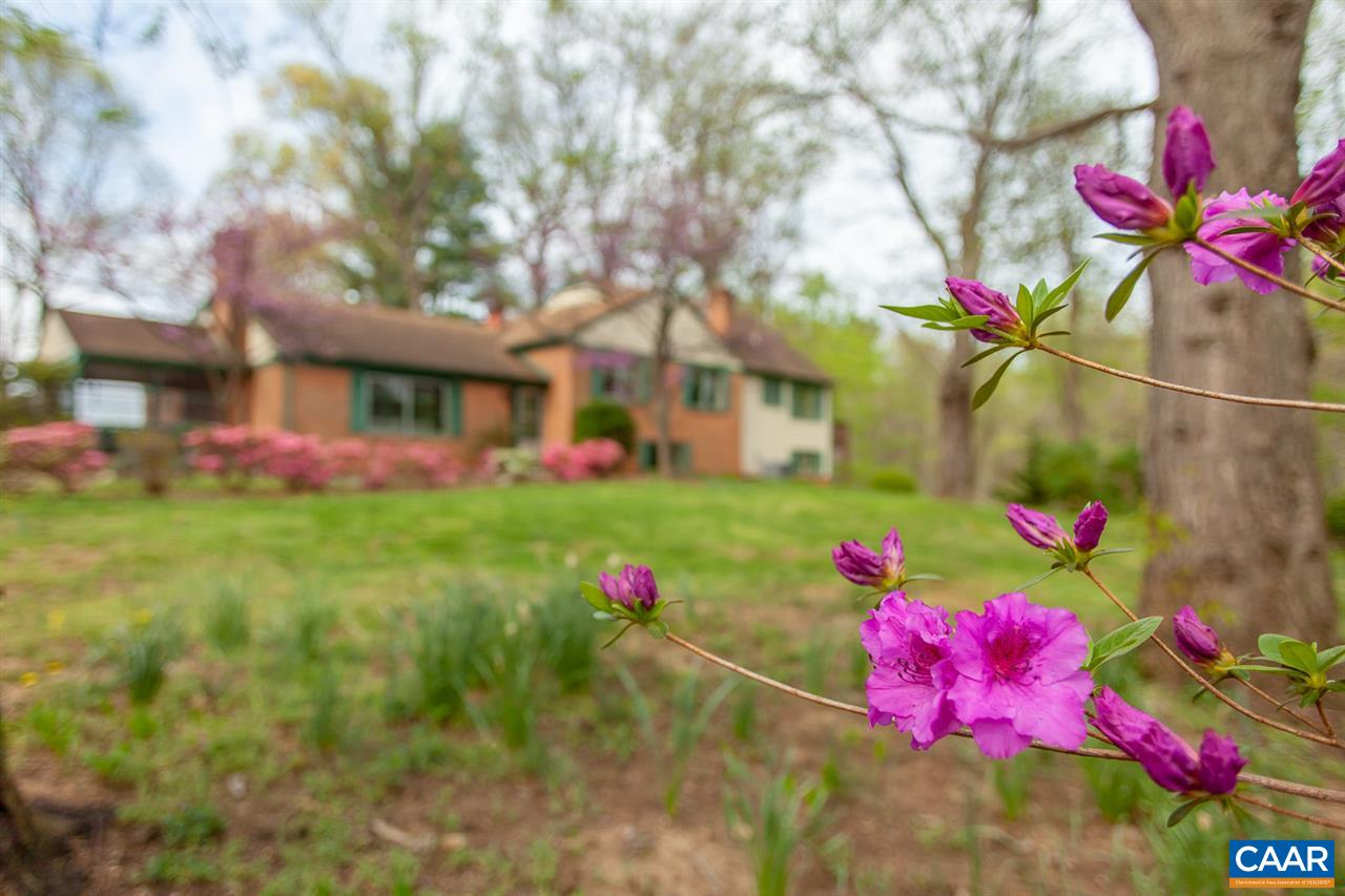Single Family Home for Sale at 640 GREENWOOD Road Greenwood, Virginia 22943 United States