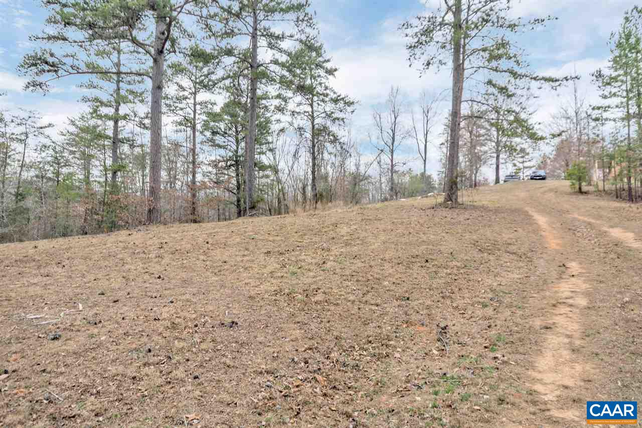 additional photo for property listing at 5315 b free union road 5315 b free