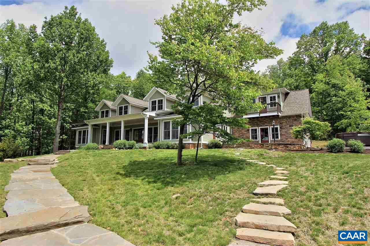 Maison unifamiliale pour l Vente à 4585 FOX MOUNTAIN Road Crozet, Virginia 22932 États-Unis