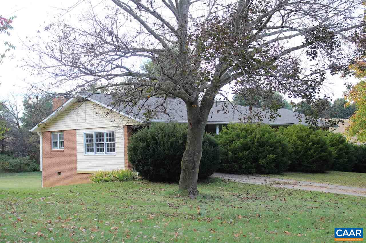 Single Family Home for Sale at 487 KINDIG Road 487 KINDIG Road Waynesboro, Virginia 22980 United States