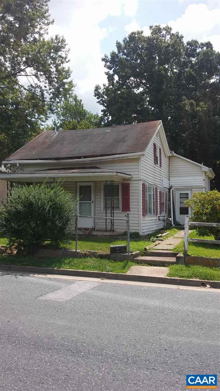 Single Family Home for Sale at 1074 ALBEMARLE Avenue 1074 ALBEMARLE Avenue Waynesboro, Virginia 22980 United States