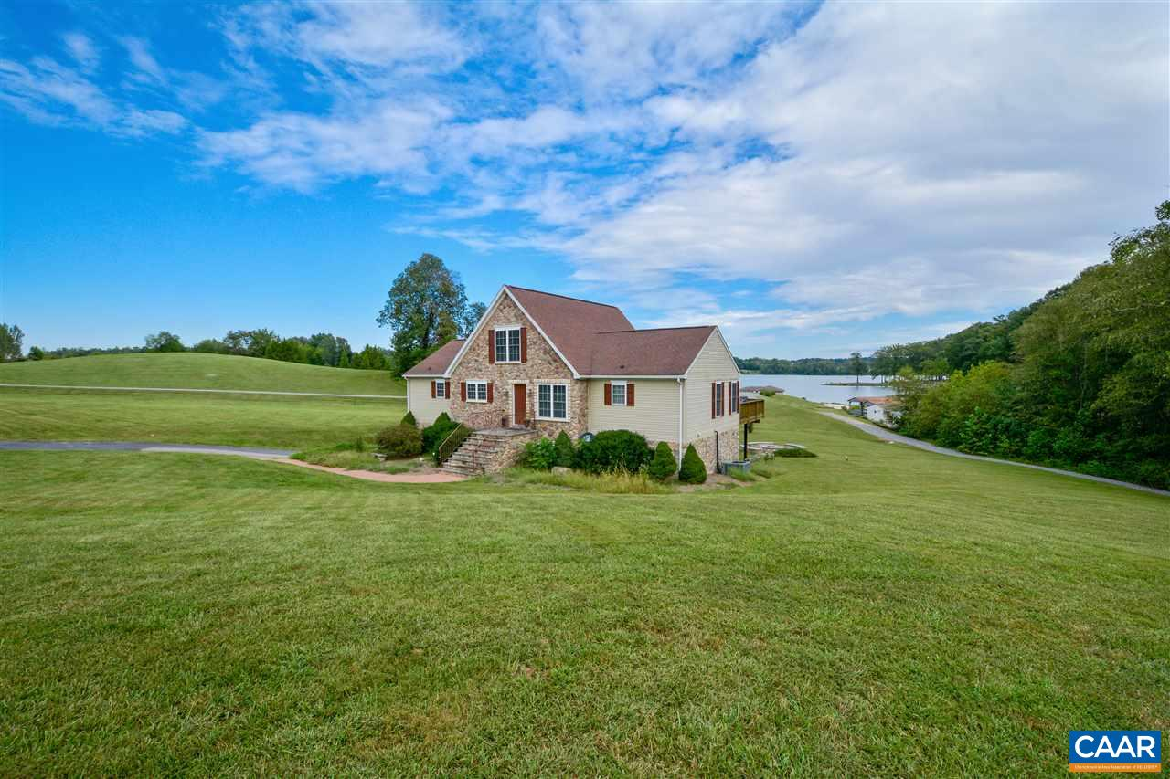 Single Family Home for Sale at 203 STONEWALL Court 203 STONEWALL Court Mineral, Virginia 23117 United States