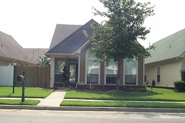 1095 E ISLAND PL, Memphis, TN 38103
