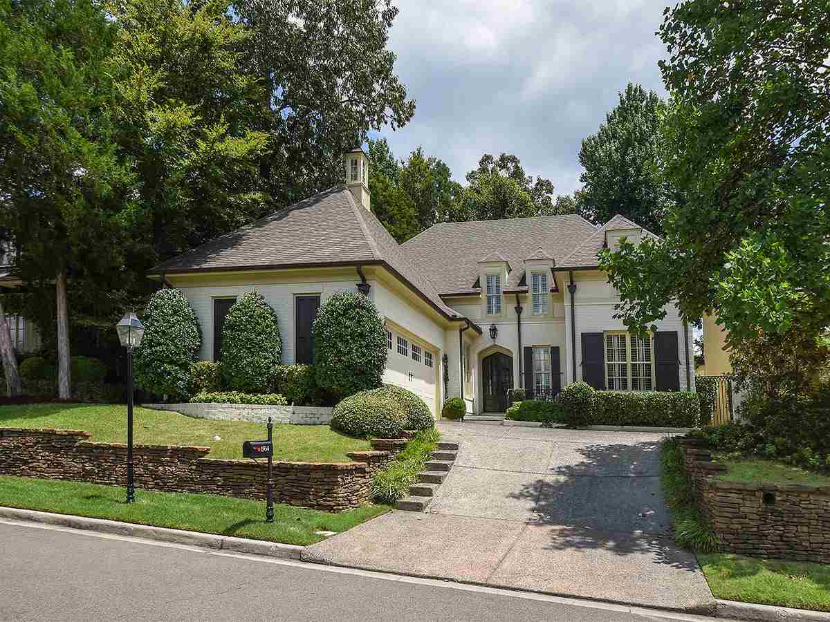 Property for sale at 1934 Chatsworth Dr, Germantown,  TN 38138