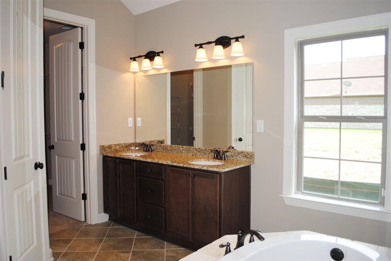380 Whispering Creek Oakland, TN 38060 - MLS #: 9992635