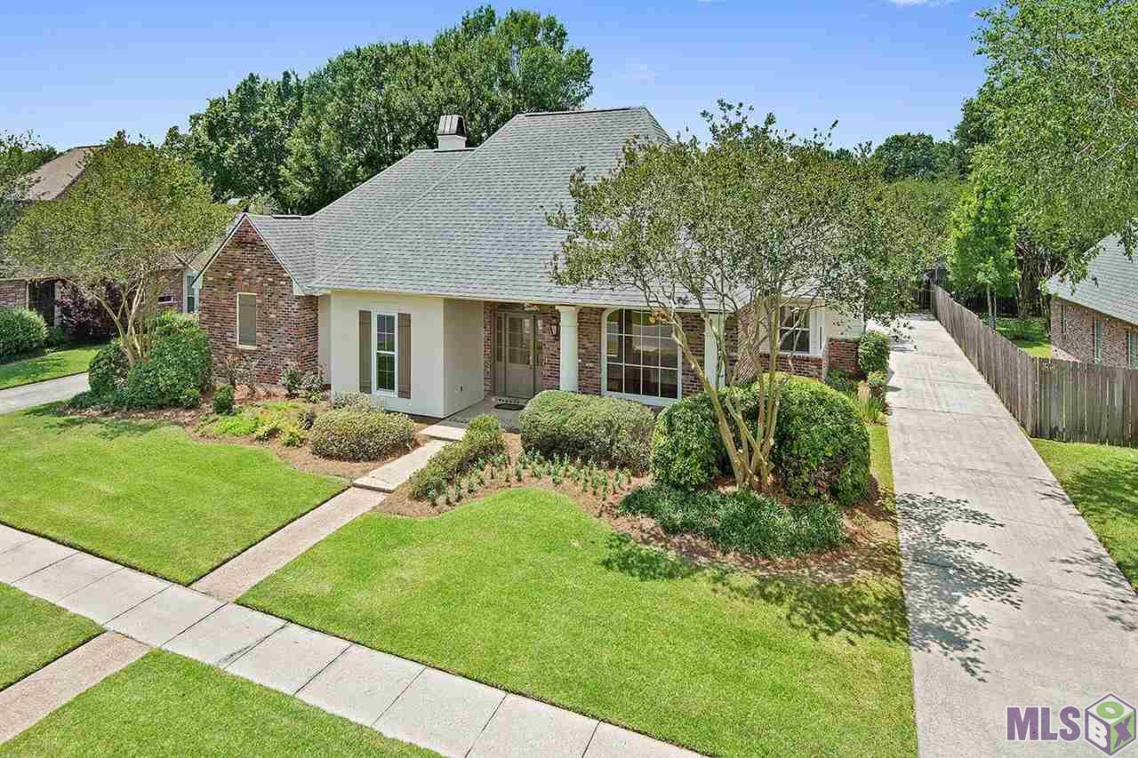 "OPEN HOUSE, SUNDAY JUNE 25, 2017 2:00 PM- 5:00 PM.Fantastic location situated in desirable Woodlake at Bluebonnet. Newly renovated featuring travertine and wood floors, granite counter tops, brand new stainless steel appliances, fixtures, hardware, carpet, all bathrooms have been updated, new paint both interior and exterior and new landscaping. Roof approximately 3 years old. Great floor plan including a mother-in-law suite off the keeping area. The kitchen, breakfast and keeping area features beautiful travertine floors, vaulted ceiling, under the counter lighting, granite, corner window sink, large 7'.2"" x 3'.10' island, walk in pantry and separate Butler's pantry leading to the formal dining area which is enhanced by extensive crown molding, freshly finished wood floors and a grand arched window. The spacious living area boasts French doors with glass transoms and wood burning fireplace with built ins. The double tray ceiling adds height and volume to this sizable Master Suite. Gigantic master bathroom with two walk in closets, skylight, separate shower and over sized soaking tub, two vanity sinks, make up area and extra cabinet space for storage. Large laundry room with sink, extra cabinets plus a large utility closet. All guest bedrooms are very generous in size and have ample closet space. The conveniently located Hollywood style bath has a separate make up area and linen closet. There is an extra storage area off the carport and the backyard has a wood privacy fence. This home has easy access to Bluebonnet, Perkins, Highland and I-10. Close to medical facilities, great shopping, fine dining  and is on the St. Jude bus route and close to Dunham School as well. This home is move in ready!"