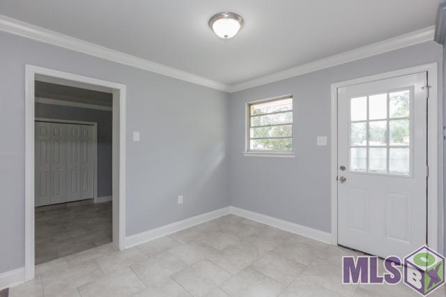 3 BEDROOM 2 BATH. NEWLY RENOVATED HOME. BEAUTIFULLY DESIGNED KITCHEN WITH CUSTOMIZED CABINETS. OPEN FLOOR PLAN  LOVELY FLOORING THROUGHOUT THE HOME. COZY FIRE ?? PLACE MEETS YOU ON THOSE COLD EVENINGS IN THIS UNIQUE DESIGNED HOME.