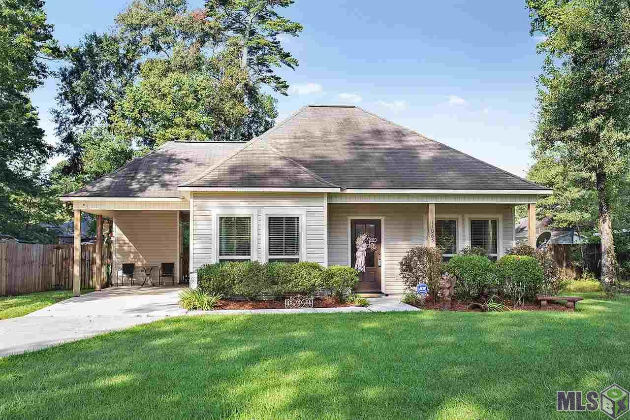11065 VILLAGE GREEN DR, Greenwell Springs, LA 70739