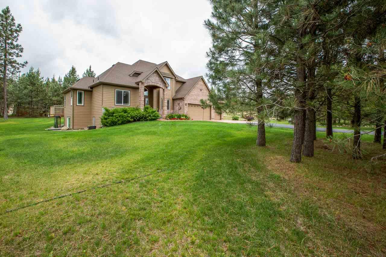 Single Family Home for Sale at 21717 Buckeye Lake Lane 21717 Buckeye Lake Lane Colbert, Washington 99005 United States