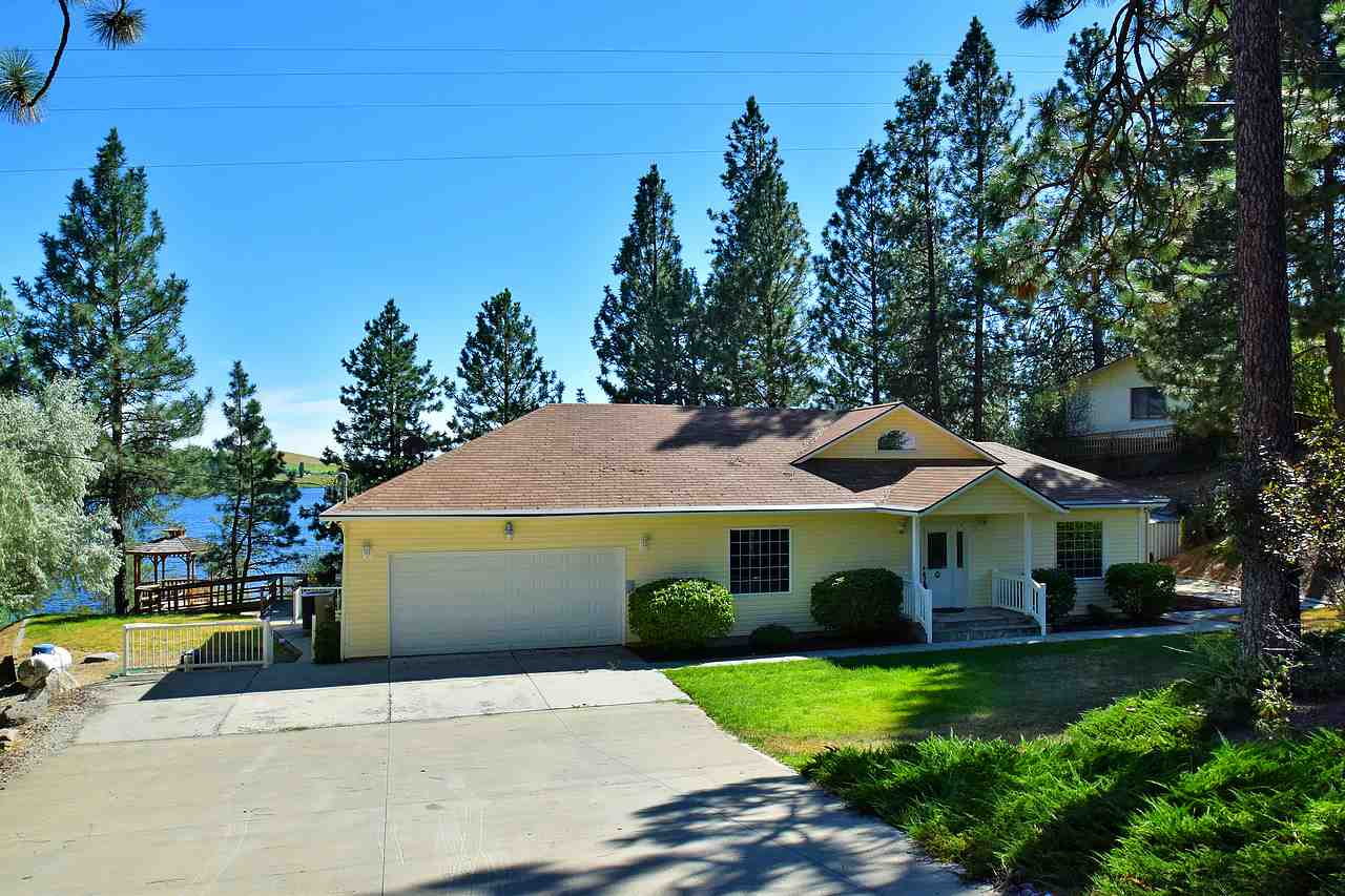 Single Family Home for Sale at 15401 W Silver Lake Road 15401 W Silver Lake Road Medical Lake, Washington 99022 United States