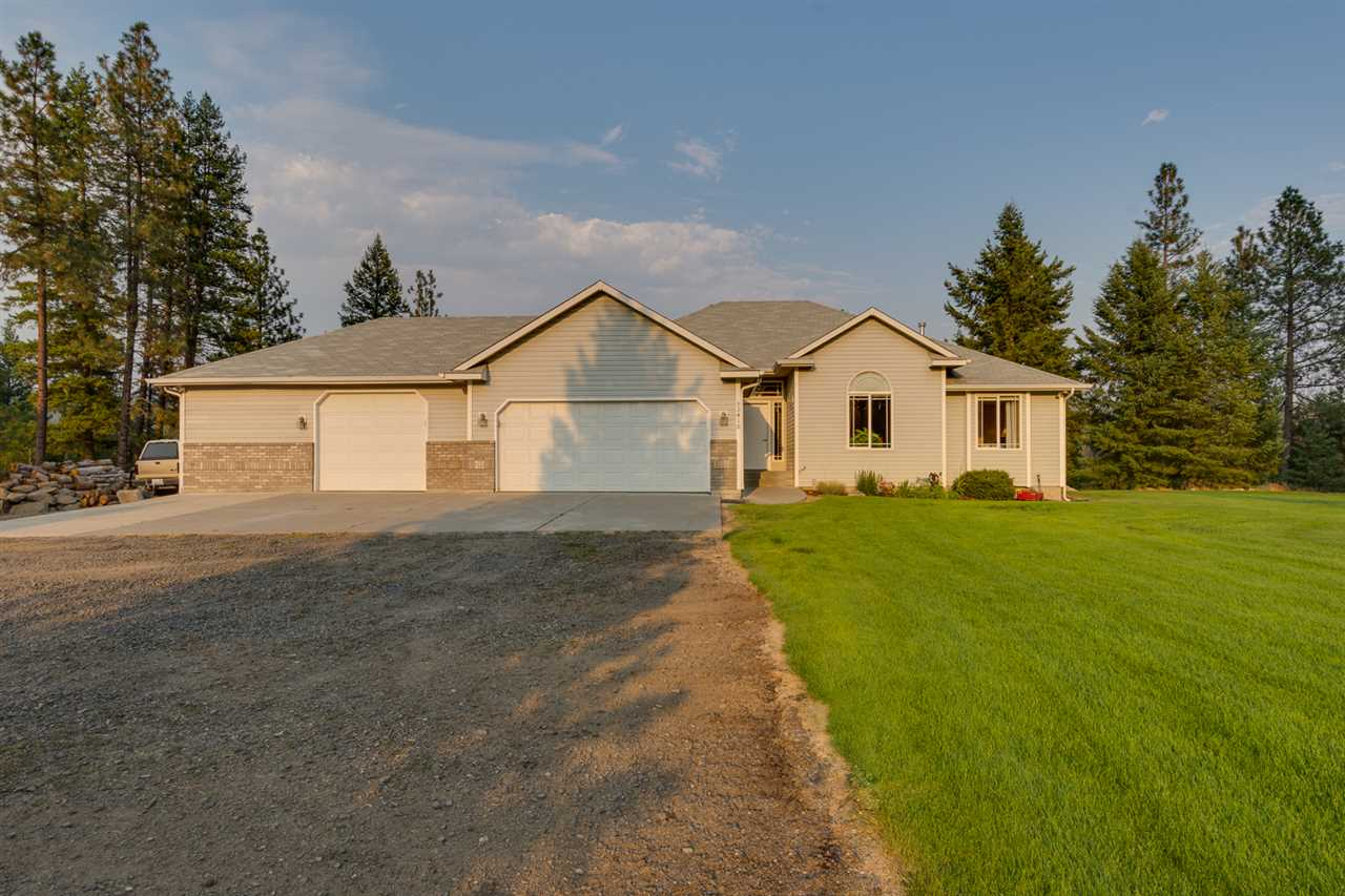 Single Family Home for Sale at 32410 N Ridge Road 32410 N Ridge Road Chattaroy, Washington 99003 United States