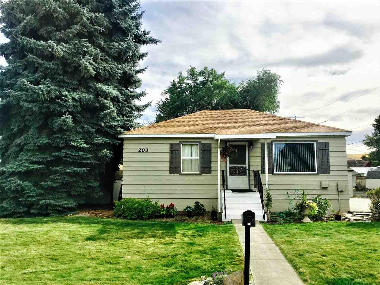 Single Family Home for Sale at 203 W Liberty Avenue 203 W Liberty Avenue St. John, Washington 97171 United States