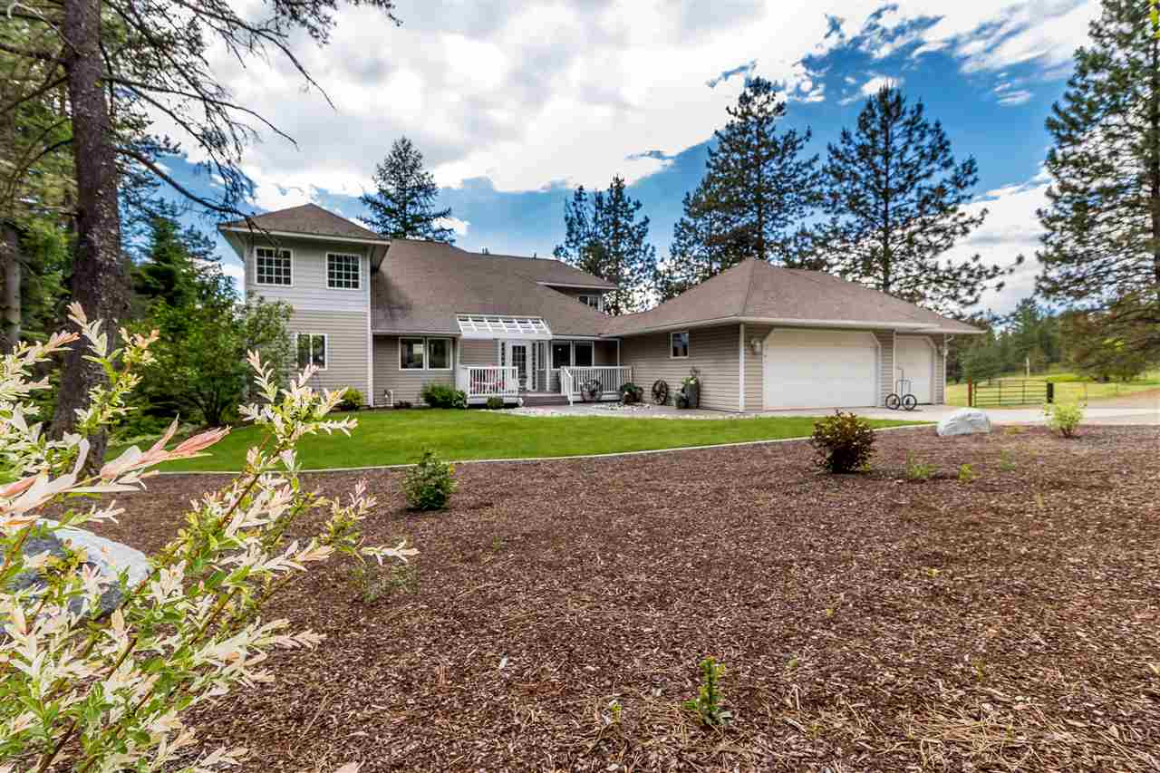 Single Family Home for Sale at 31121 N Chipmonk Road 31121 N Chipmonk Road Chattaroy, Washington 99003 United States