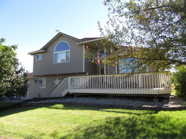 Single Family Home for Sale at 9607 N STARR Road 9607 N STARR Road Newman Lake, Washington 99025 United States