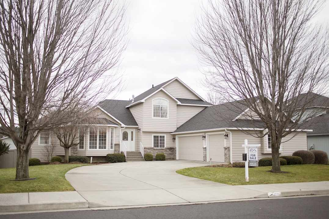 Single Family Home for Sale at 1721 S St Charles Road 1721 S St Charles Road Veradale, Washington 99037 United States