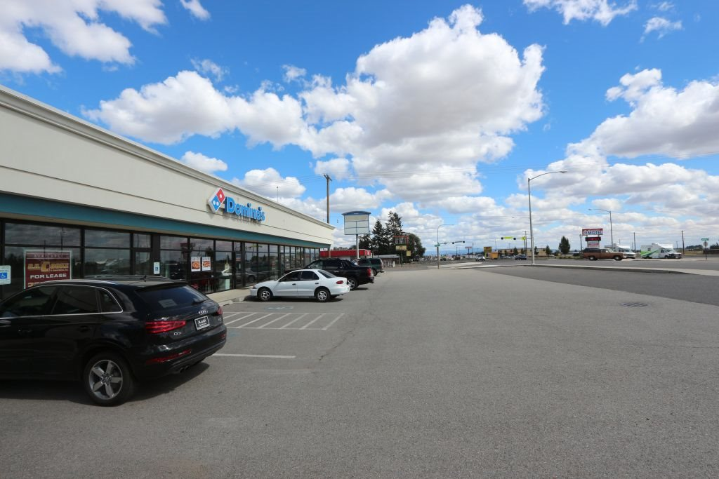 Newer 7,800 sqft strip mall located between Walmart and FAFB.   1,200 sqft has long term tenant.  6,600 sqft vacant and ready for lease or owner/occupant.   Located on corner of Campbell & Sunset Hwy.  15 customer parking spaces in front plus comes with15,000 sqft lot behind paved for another 17 car parks.   12' ceilings. Once stabilized should provide a strong 9% cap.   Owner terms available.