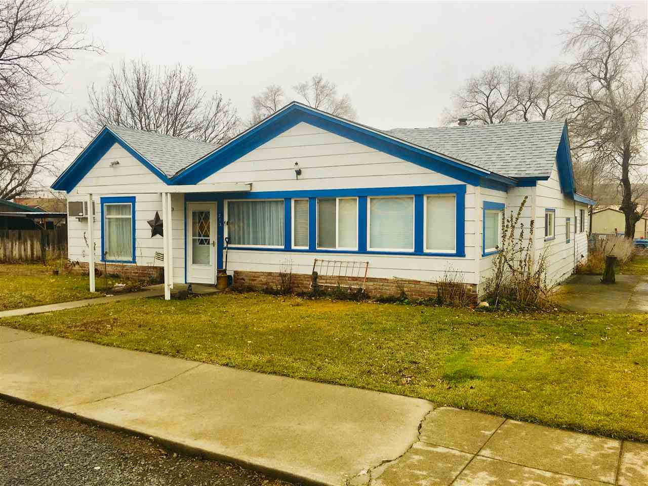 Single Family Home for Sale at 213 W 3rd Street 213 W 3rd Street Lind, Washington 99341 United States