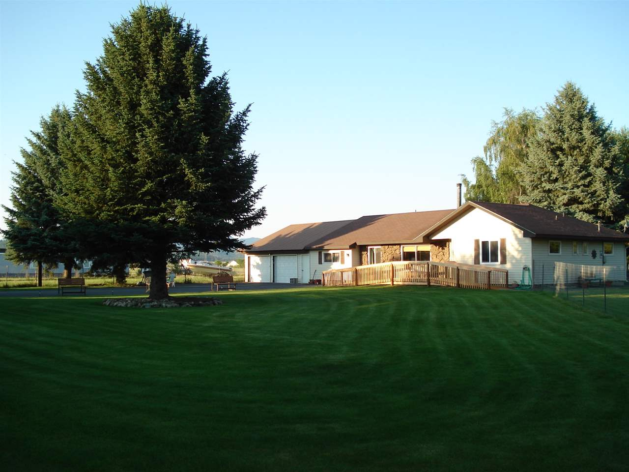 Single Family Home for Sale at 6212 N Chase Road 6212 N Chase Road Newman Lake, Washington 99025 United States