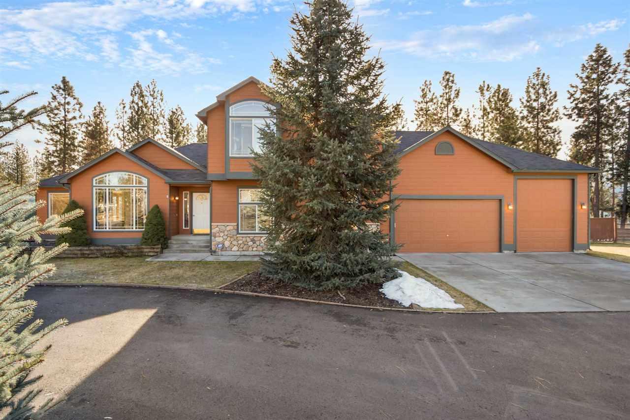 Single Family Home for Sale at 17519 N Sunnyvale Drive 17519 N Sunnyvale Drive Nine Mile Falls, Washington 99026 United States