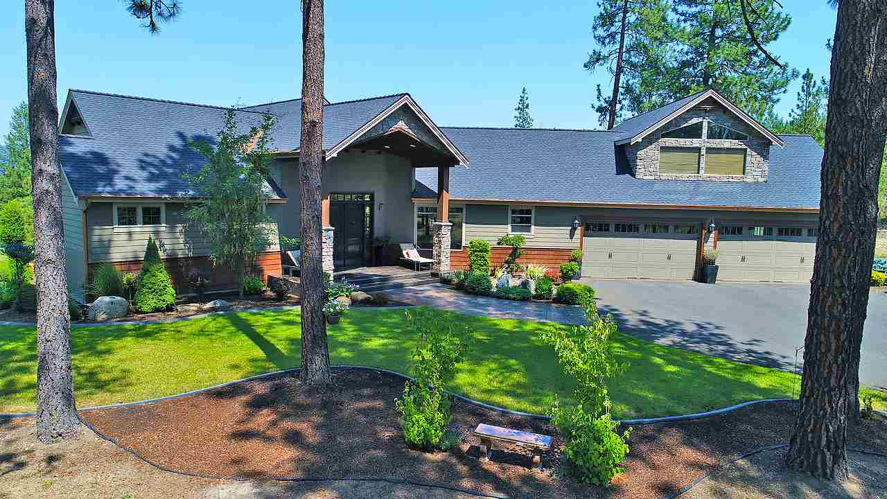 Single Family Home for Sale at 9609 W Parkview Bluff Lane 9609 W Parkview Bluff Lane Nine Mile Falls, Washington 99026 United States