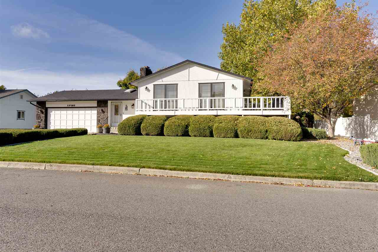 Single Family Home for Sale at 1720 S Burns Road 1720 S Burns Road Veradale, Washington 99037 United States