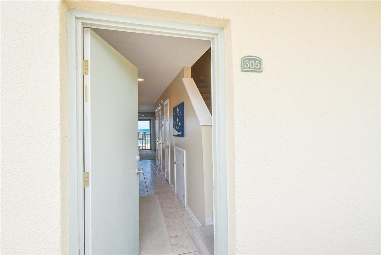 Direct oceanfront, 2 bed/2.5 bath townhouse. Fabulous views of the ocean from the patio. This unit has been upgraded with tile floors and solid surface countertops. The unit comes fully furnished and is already on Summerhouse vacation rental program.