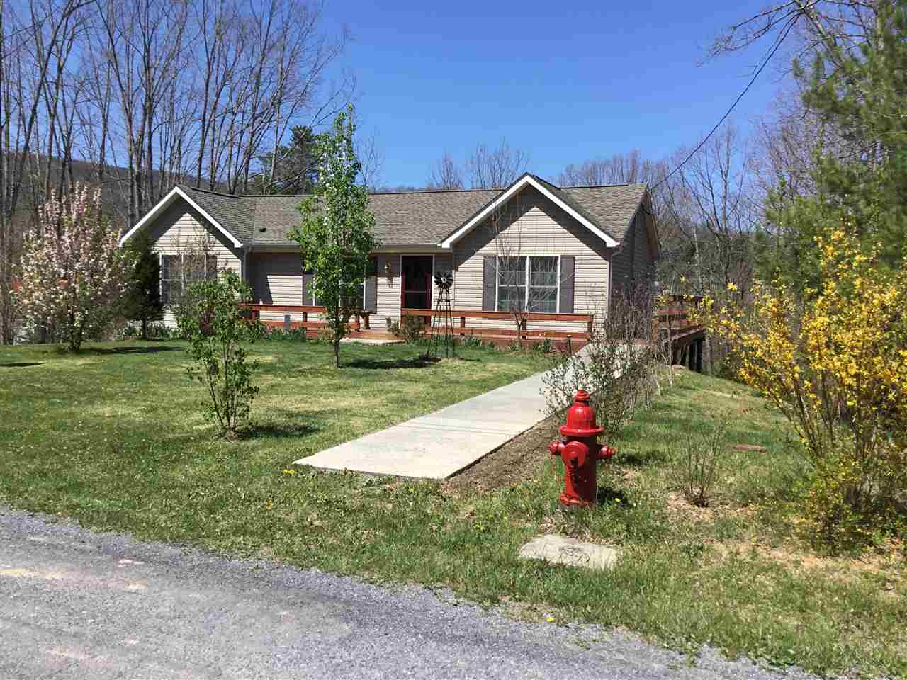 390 OAKWOOD ESTATES, FRANKLIN, WV 26807