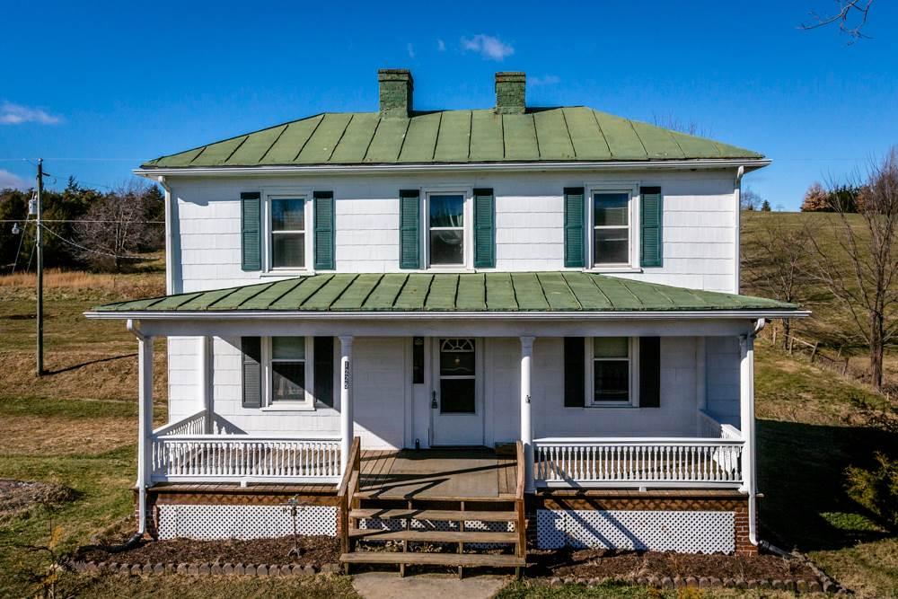 1225 MIDDLEBROOK RD, STAUNTON, VA 24401