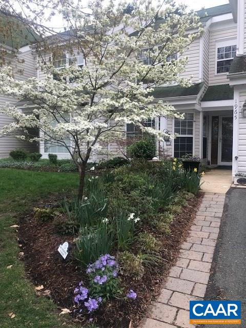 NEW PRICE + 2 yrs HOA FEES paid by seller! 1st floor Master Bedroom and Remodeled Bath. Light filled town home, meticulously maintained.  New granite in kitchen, patio with Sunsetters Awning and screen walls to create seasonal outside room. Attached one car garage with workshop area. Nicely landscaped. Roof to be replaced in 2019 .Living room with Palladium windows, gas fireplace and cathedral ceiling. HOA DUES: Forest Lakes $264 Quarterly. (covers Pool, Tennis, Gym, walking trails, Trash & Recycle pickup, area Maintenance) Arbor Lake $190 Monthly. (covers exterior maintenance paint/trim, siding, Grass/mulch, shrub pruning,snow & leaf removal)Arbor Road $150 Quarterly (covers road maintenance and assessment for Roof Replacement in 2019).