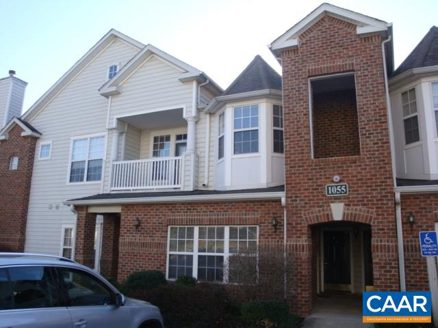 Comfortable one-bedroom condo in Carriage Hill Condos. Convenient to Sentara Martha Jefferson Hospital, downtown, and I-64. Many restaurants, grocery stores, and services close by. Bedroom includes a bay window and an upgraded closet. Laundry includes a washer and dryer. A real gem on Pantops !!