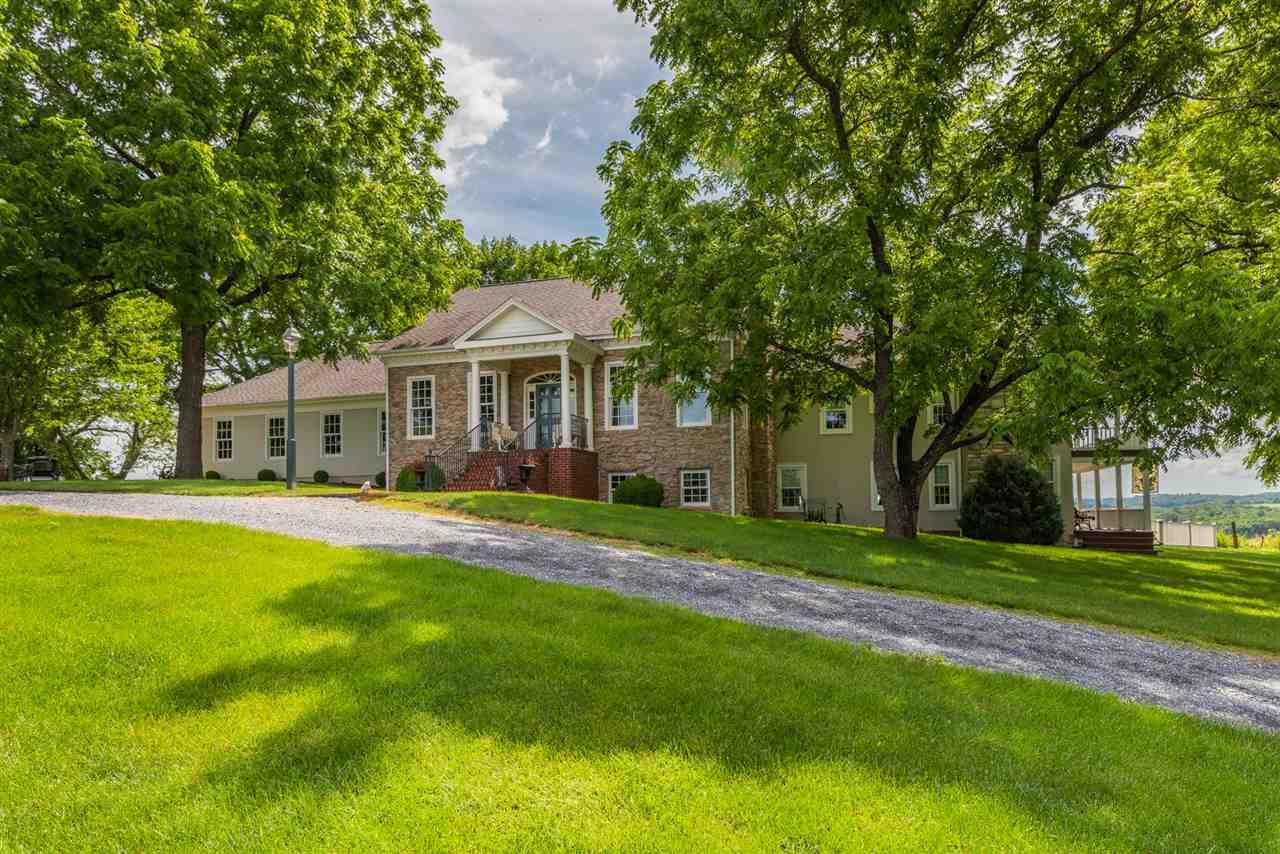 15 HUNDLEY MILL RD, STAUNTON, VA 24401