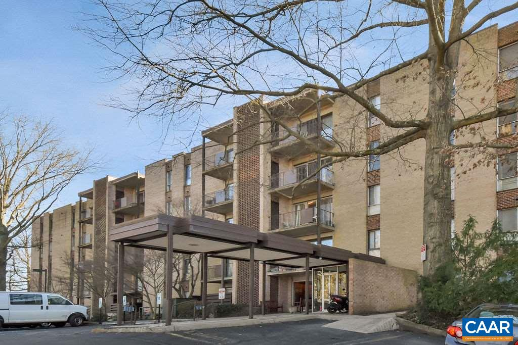 Great value for convenient downtown living! Building has a secured lobby, onsite laundry and ample parking. Walk/bus to everything from this ground level 1 BR condo with patio! HOA covers all utilities!