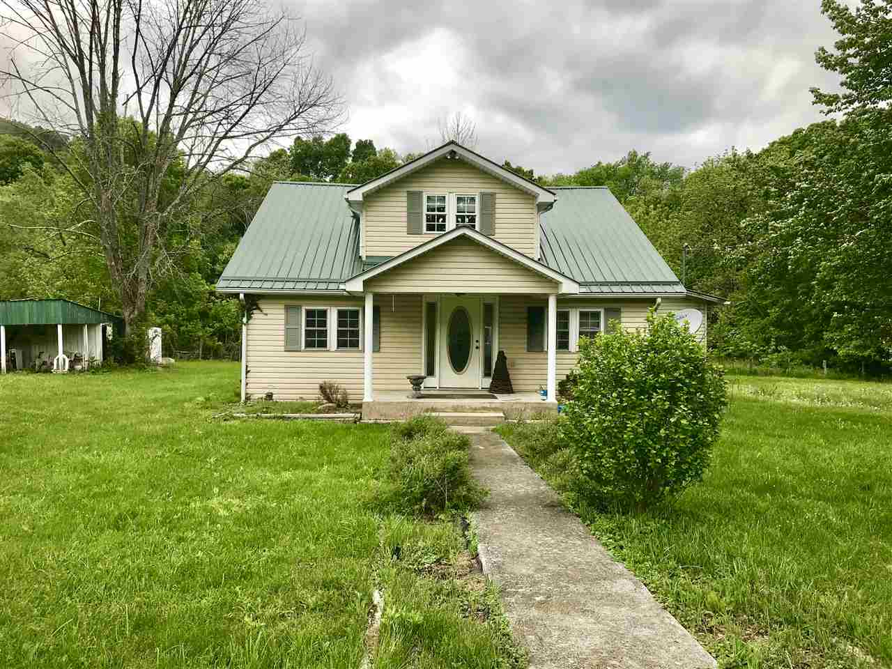 15667 SWEET SPRINGS VALLEY RD, Gap Mills, WV 24941