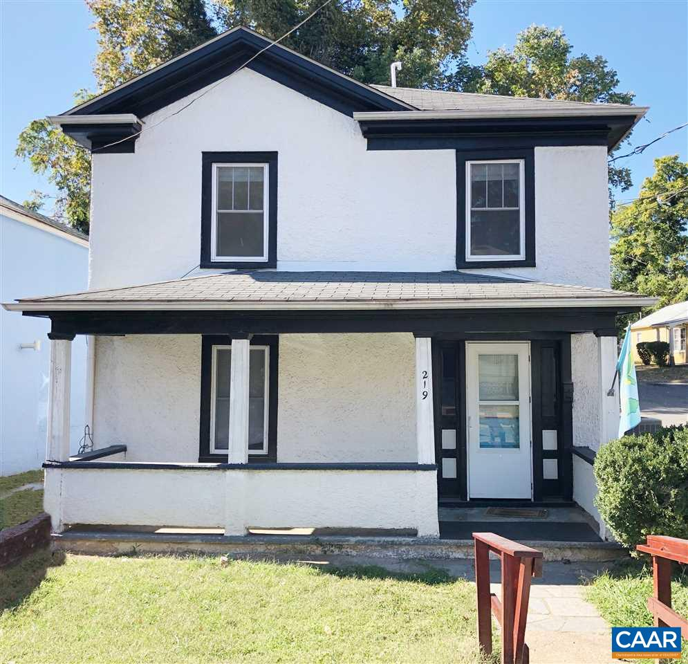 Charming 2 story Stucco home, a few blocks from the downtown mall, easy access to Belmont and the Corner. Flat back yard, perfect for entertaining. Beautiful claw foot bathtub, dark hardwood floors throughout the home. 2 Spacious bedrooms and large front porch.
