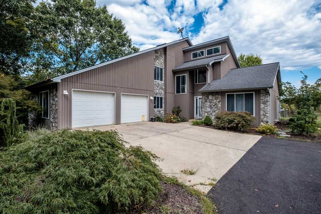 286 OLD FORGE LN, WEYERS CAVE, VA 24486