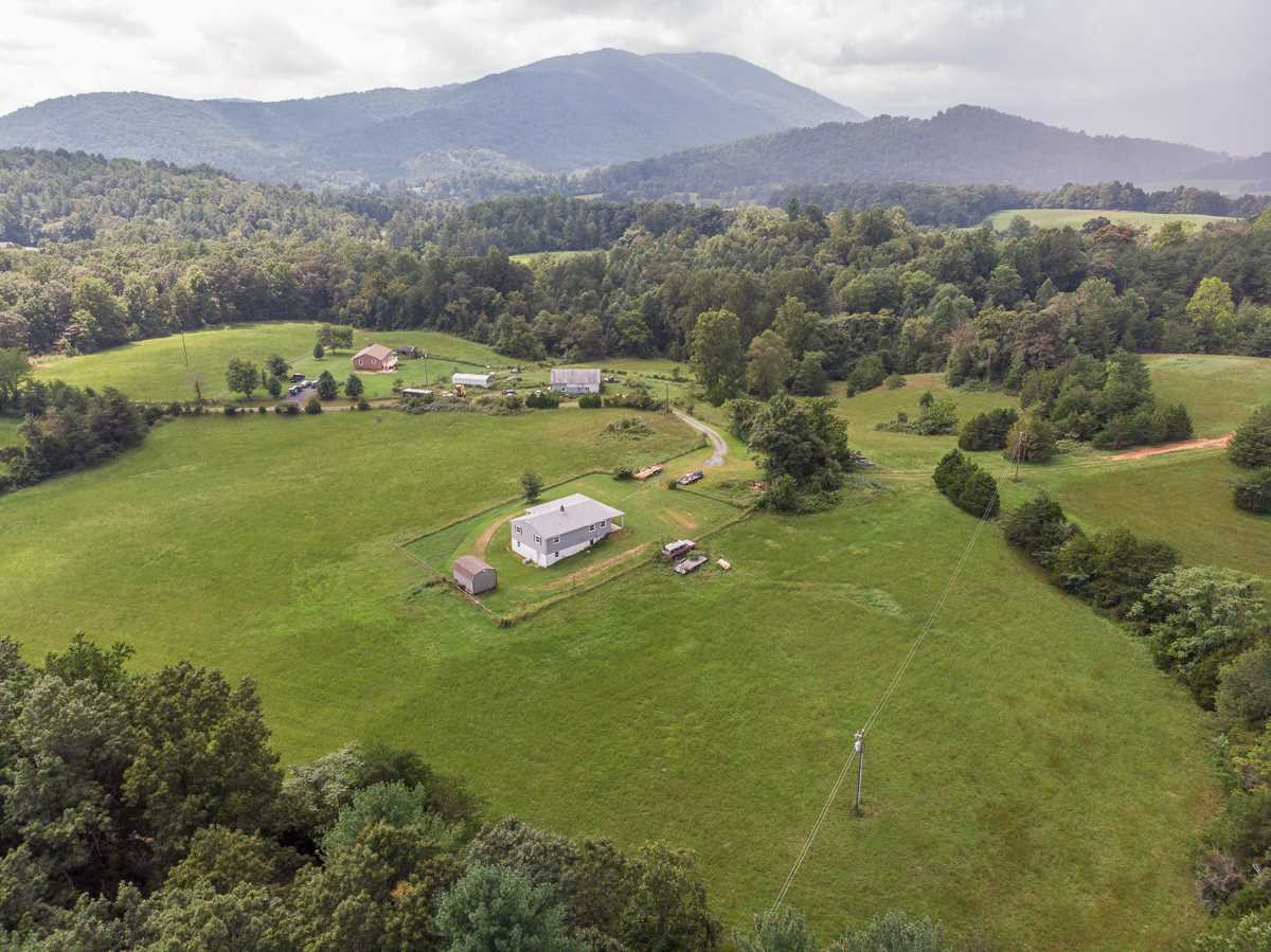 7480 TABLETOP MOUNTAIN RD, DYKE, VA 22935