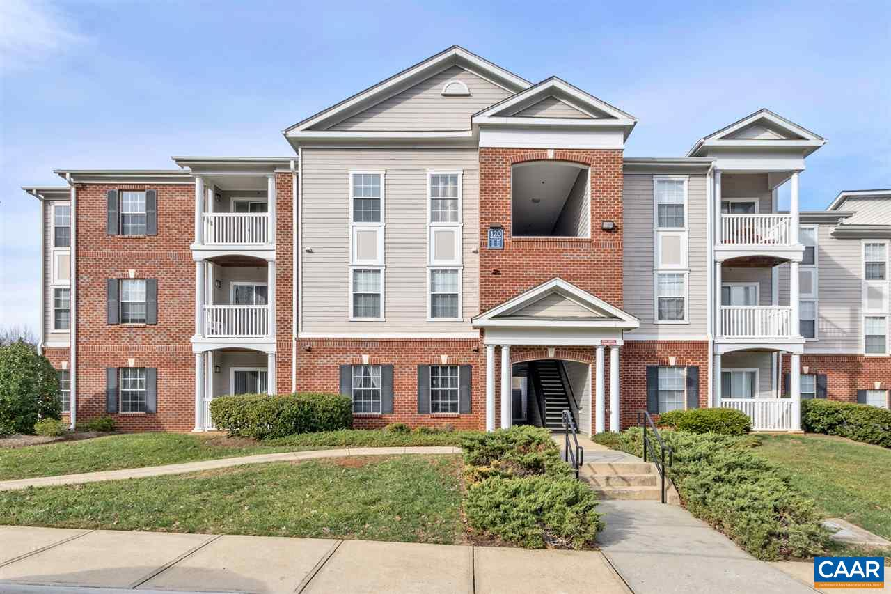 Zero Entry, 2 bd 2ba. 192 Yellowstone #105 Excellent investment opportunity in Eagles Landing. Community offers all the amenities you could want, including a large fitness center, beach volleyball, Business Room, Billiard Room, resort style pool and gated entrance. Daily shuttle service to UVA and PVCC including weekend schedule to downtown. Eagles Landing boasts nearly 100% occupancy rates for the community. Minutes to downtown Charlottesville and  the new 5th Street Station featuring Wegmans, Ac Moore, Field & Stream, Dicks and many more! Walking trails to UVa area so car not necessary to get to and from UVa.