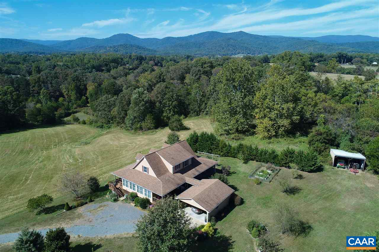 Surrounded by mountains, Elim Farm is perfectly sited to maximize 360 degree views
