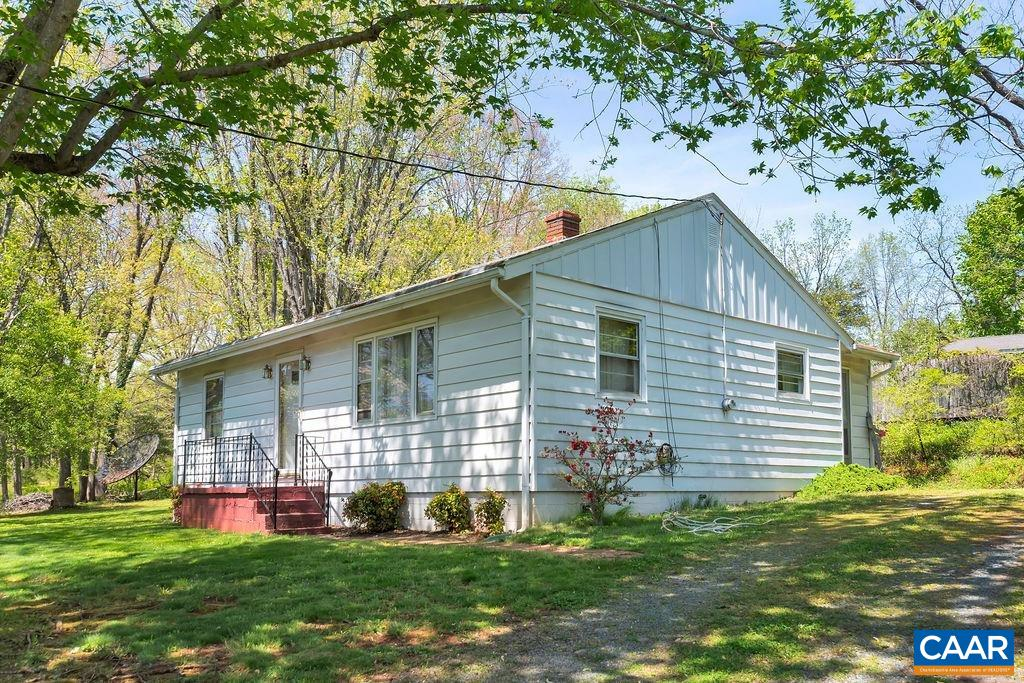 Cottage with 1.87 acres in the heart of  Ivy just waiting for someone to come refurbish/renovate it ,and make it their own.  You'll love the old hardwood floors and the privacy of the home.  The fairly new detached garage/workshop is a big plus.  The 1.87 acres is in three separate deeded parcels.
