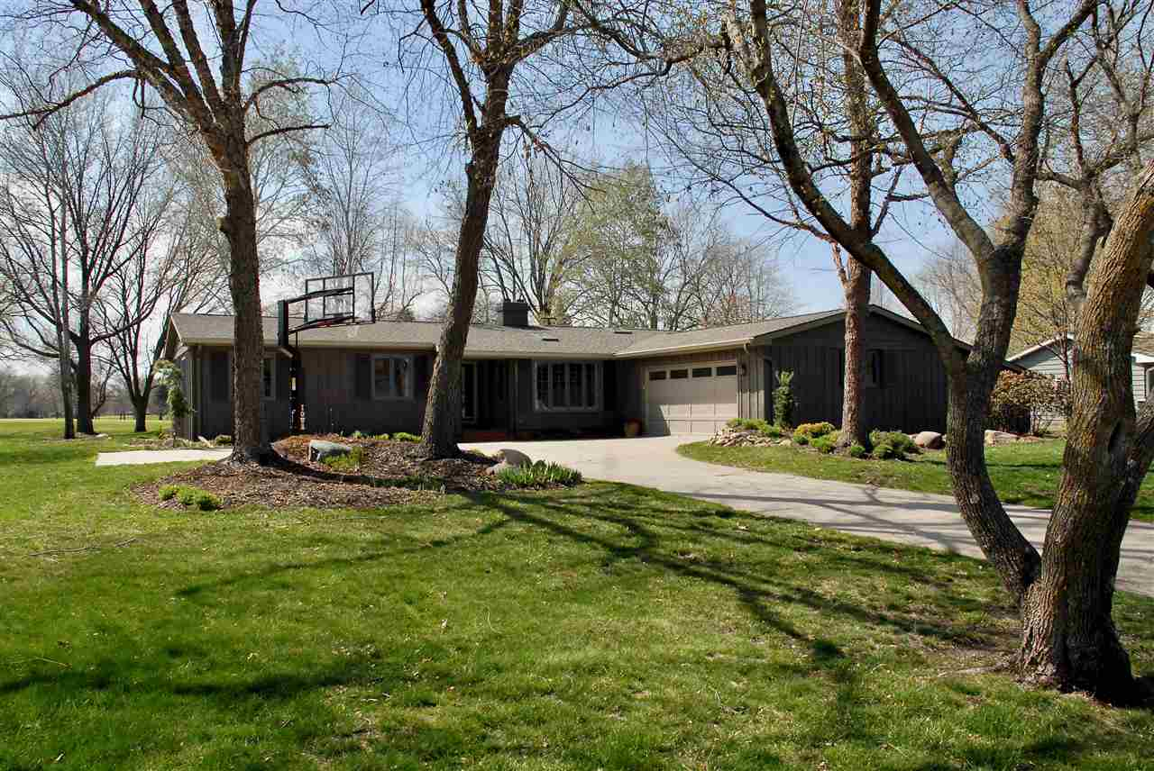 Residential for Sale at Country Club