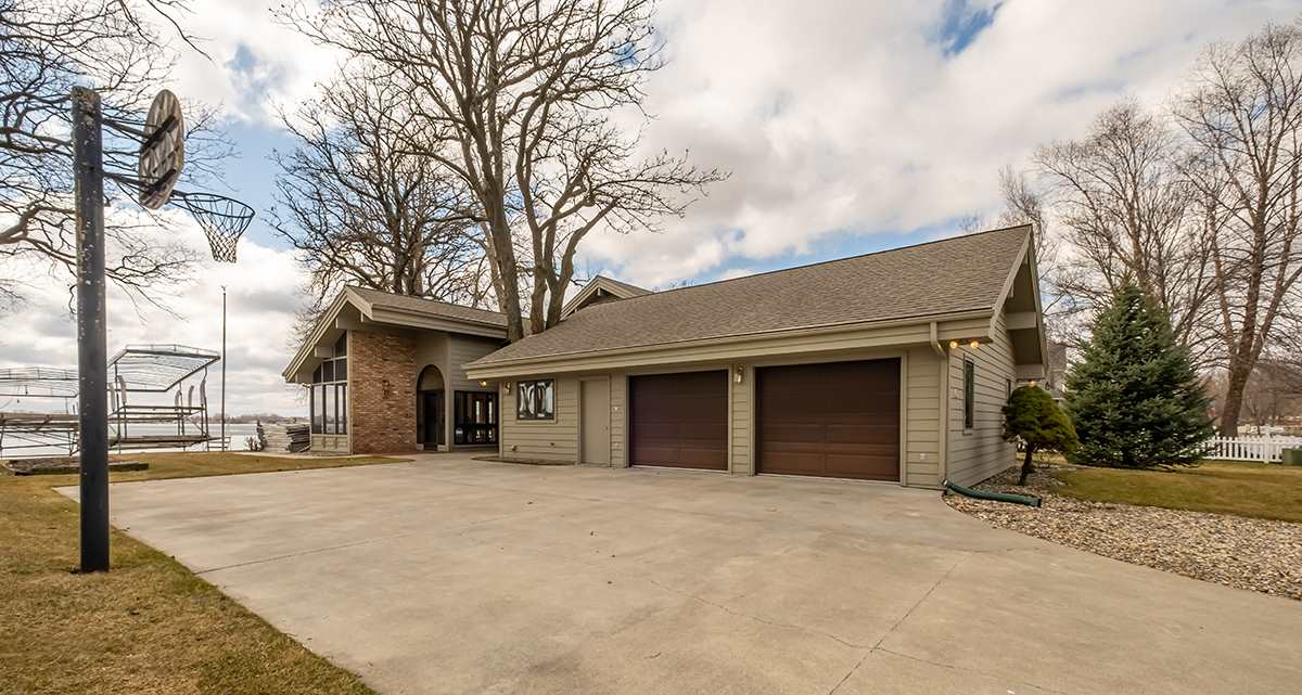 Homes For Sale at Lakeshore Dr.