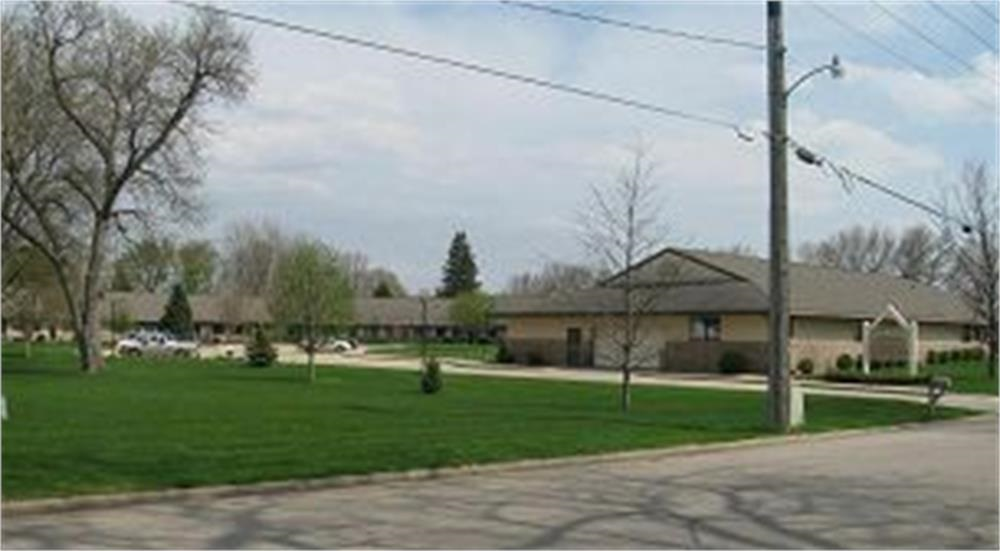 108 N 18th St #122, Estherville, IA 51334