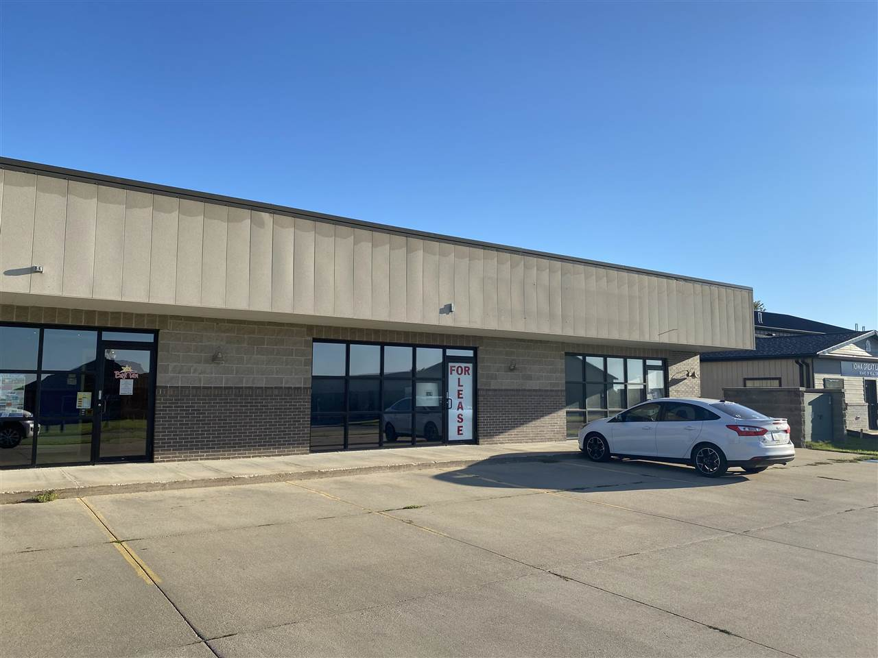 Commercial for Rent at 33rd