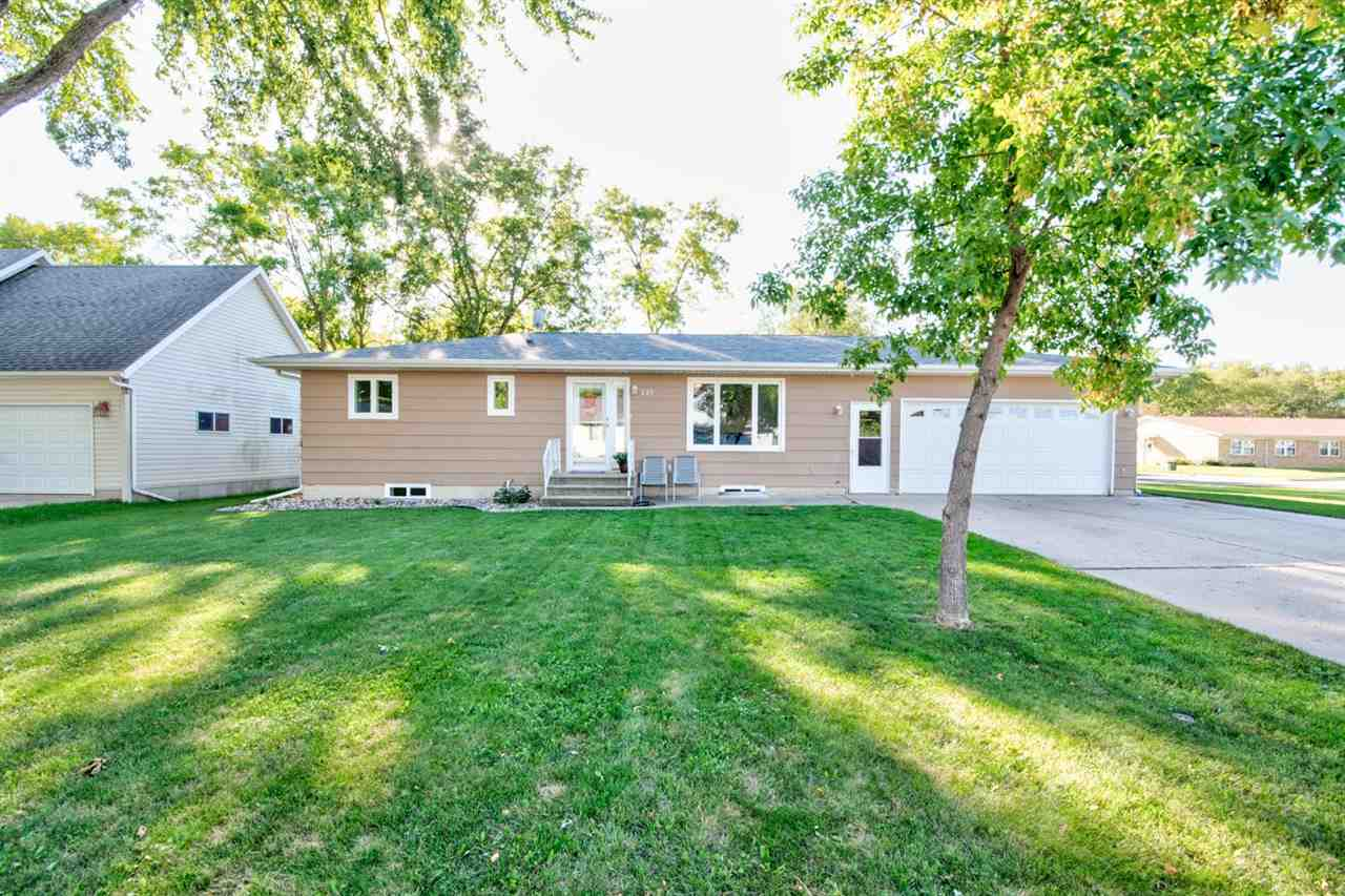 421 17th Court, Estherville, IA 51334